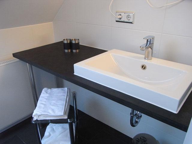 Waschtischplatte schiefer  Badgestaltung - backes - schiefer + naturstein