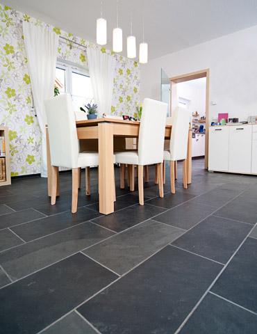 schiefer bodenfliesen reinigen steentapijt breeding. Black Bedroom Furniture Sets. Home Design Ideas