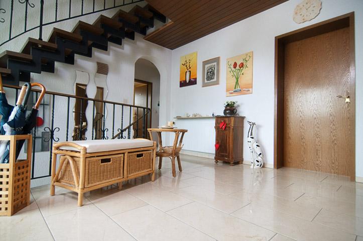 als bodenfliesen bieten wir besonders schiefer und travertin in verschiedenen farben sowie. Black Bedroom Furniture Sets. Home Design Ideas