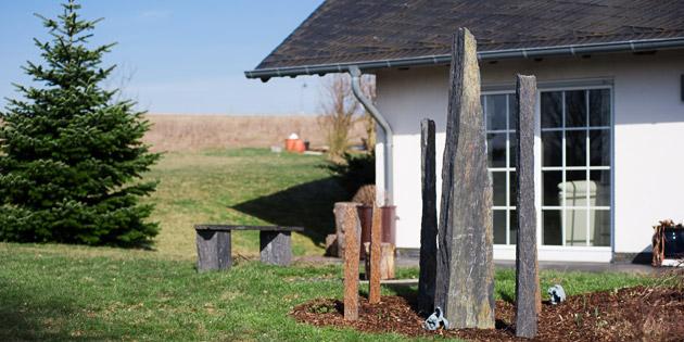Gartengestaltung backes schiefer naturstein for Gartengestaltung langer garten