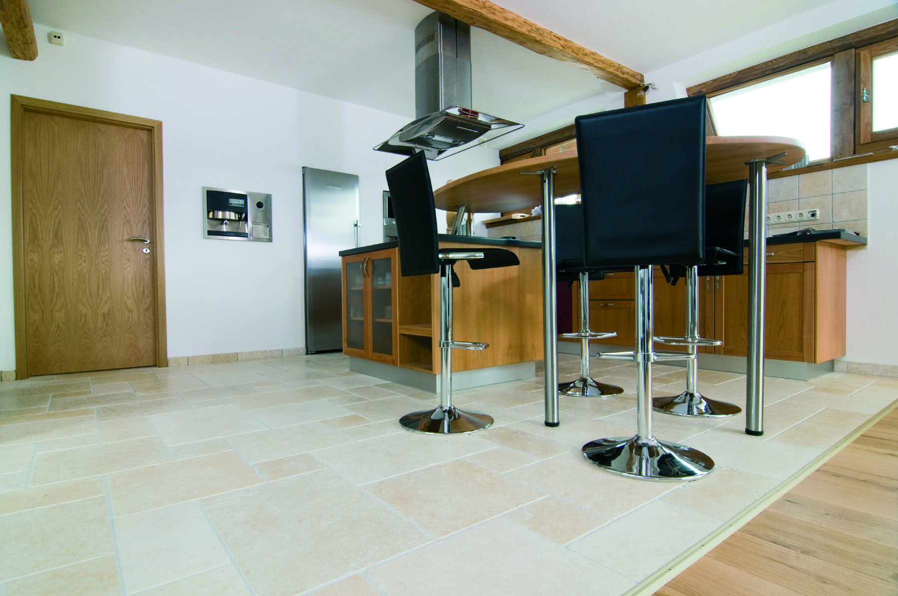 crema marfil backes. Black Bedroom Furniture Sets. Home Design Ideas